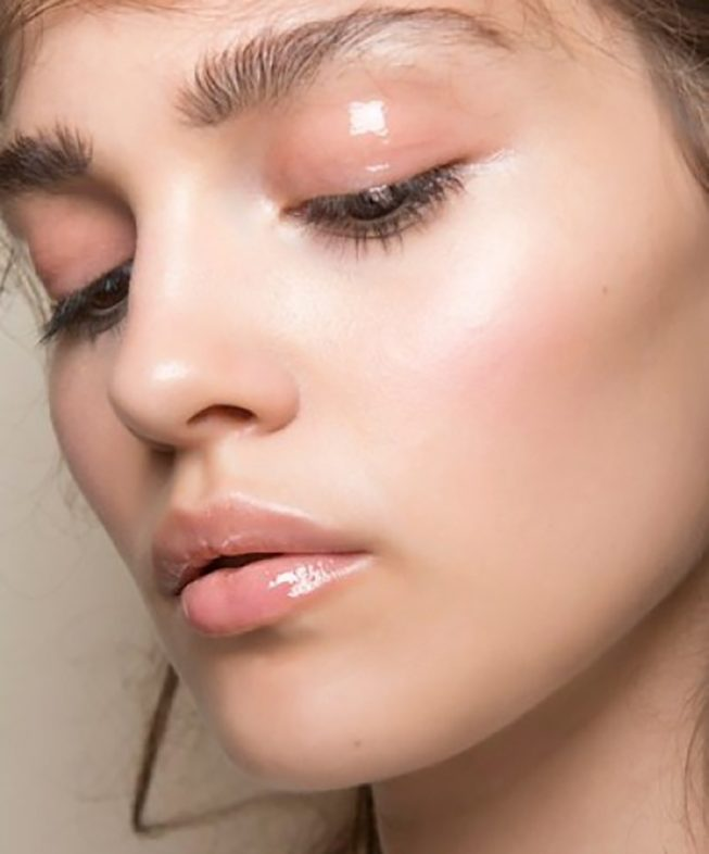 New Beauty Trends - Glossy Eyes and Glossy Lips